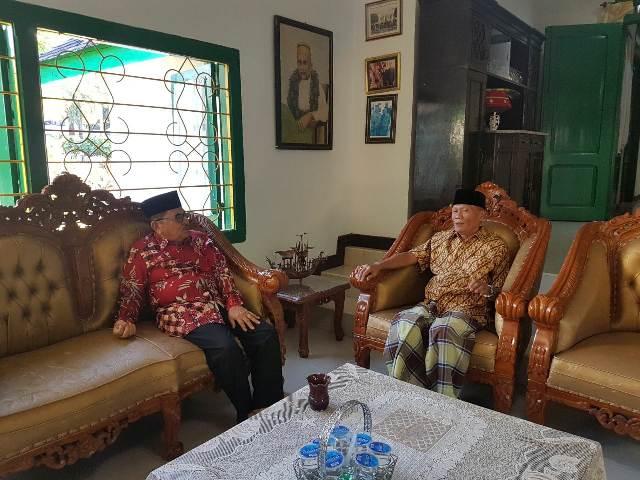 HM Judas Amir saat bersilaturahmi dengan Datu Luwu, Andi Maradang Mackulau Opu To Bau di Istana Kedatuan Luwu, Rabu (9/5/2018)