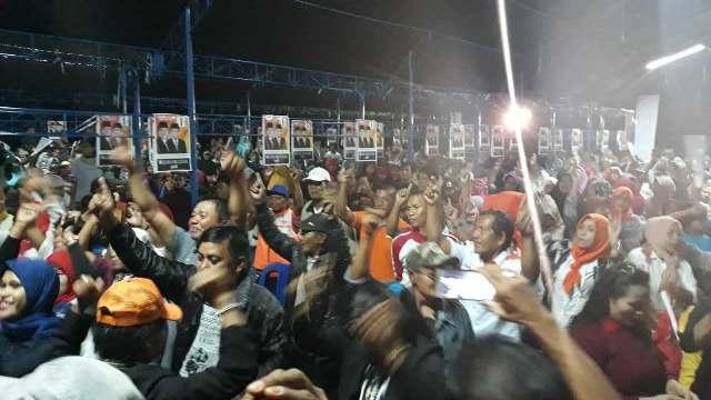 Ribuan masyarakat Maroangin, Kecamatan Telluwanua menghadiri silaturahmi bersama pasangan JUARA, Sabtu (12/5/2018) malam lalu.