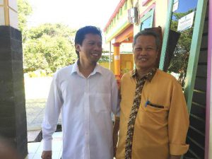 Kadis Kesehatan Palopo, dr Ishak Iskandar bersama Dewan Pengawas PAM TM Palopo, Halim Palatte saat tiba di Kantor Panwaslu Palopo, Rabu (9/5/2018), sore lalu. Mereka memenuhi pemanggilan Panwaslu.