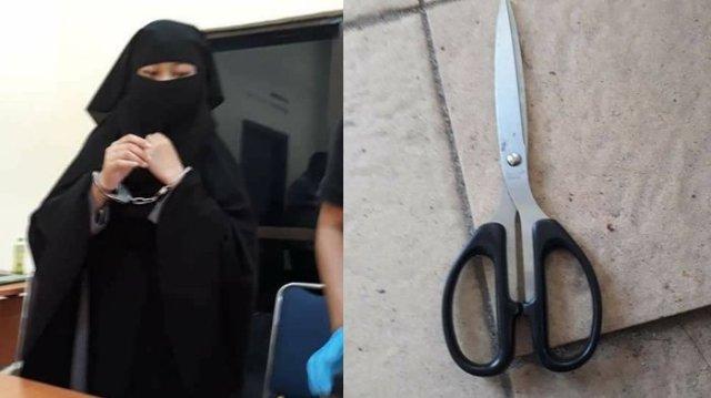 Salah seorang terduga teroris yang diamankan berikut sebuah gunting