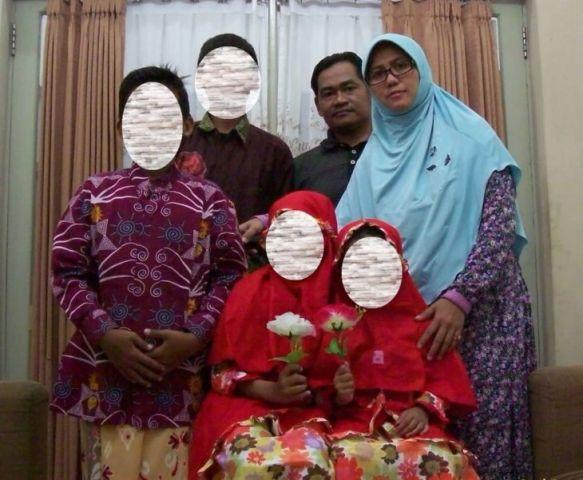Satu keluarga pelaku bom Surabaya