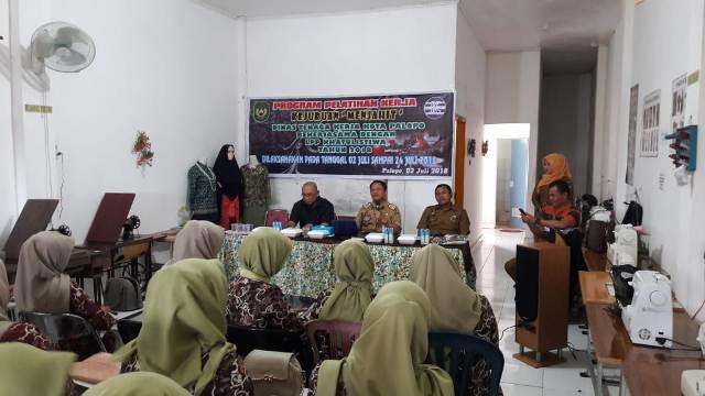 Dinas Tenaga Kerja (Disnkaer) Kota Palopo menggelar pelatihan menjahit selama 20 hari bagi ibu-ibu yang tak punya pekerjaan di Palopo