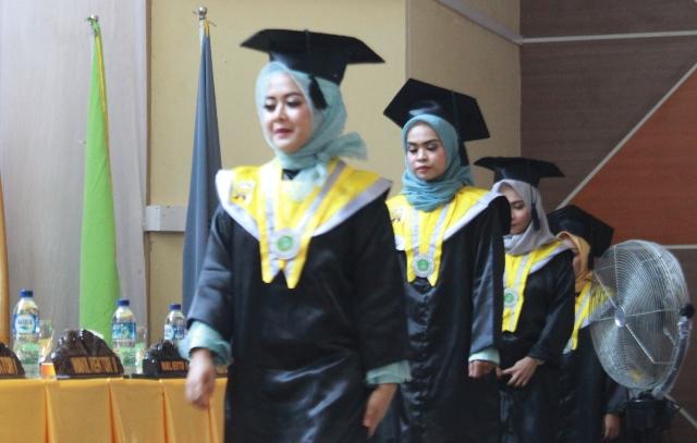 Universitas Cokroaminoto kembali mewisuda mahasiswa strata satu (S1) sebanyak 505, di Gedung SaodenraE Convention Centre (SCC) Palopo, Rabu (25/7/2018). Prosesi wisuda tersebut berlangsung dalam rapat senat terbuka wisuda program S1 periode II tahun 2018.