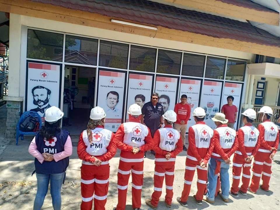 Ketua PMI Palopo, Haidir Basir melepas relawan kemanusiaan yang berangkat ke Palu