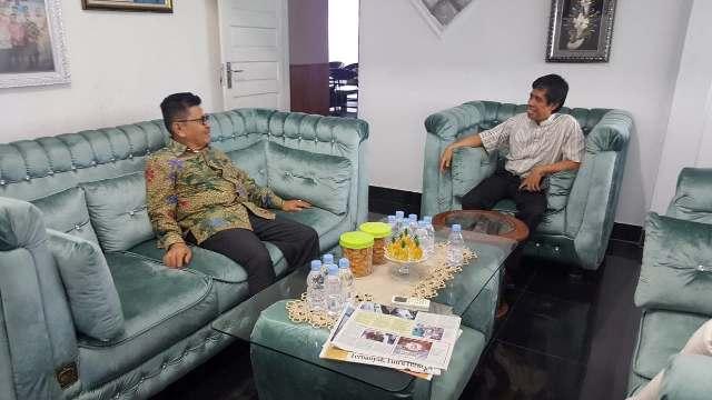 Anggota DPR RI dari Fraksi Partai Amanat Nasional (PAN), Amran, mengucapkan selamat kepada HM Judas Amir dan wakilnya, Rahmat Masri Bandaso (RMB) yang terpilih sebagai Walikota dan Wakil Walikota Palopo periode 2018-2023.
