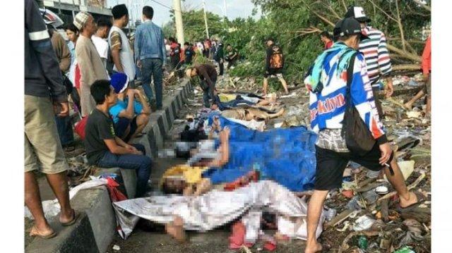 -Gempa disusul tsunami melanda wilayah Sulawesi Tengah, yakni Palu dan Donggala menyisahkan duka mendalam. Sebab, hingga Sabtu (28/9/2018) sore ini, jumlah korban meninggal dunia terdata sudah 48 orang. Jumlah ini diperkirakan masih akan bertambah karena masih banyak warga dinyatakan hilang.