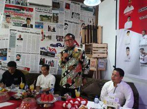 Gubernur Sulsel, Prof Nurdin Abdullah saat menghadiri pertemuan Pospera Palopo di Cafe News SeruYA beberapa waktu yang lalu.
