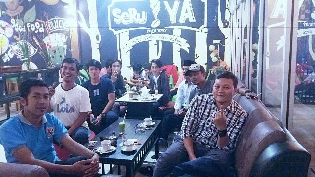 Suasana pengunjung di Cafe SeruYA