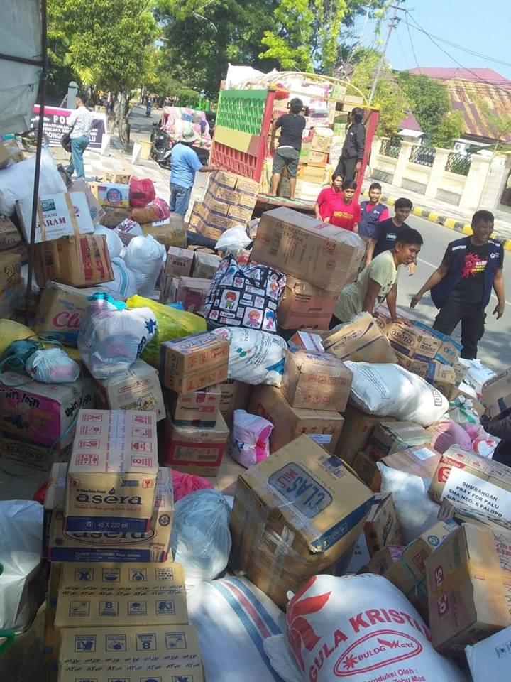 Bantuan warga Palopo ke korban gempa Palu di PMI Palopo