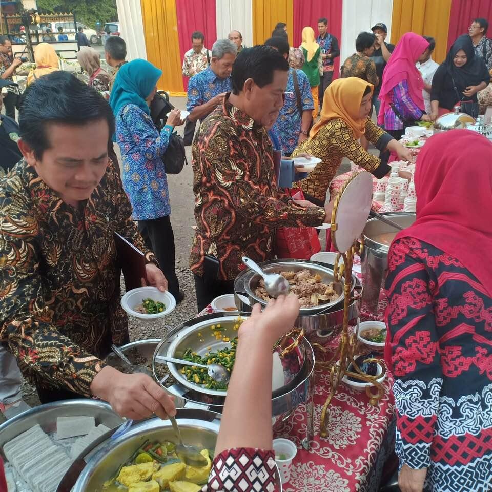 Kapurung diserbu tamu dan undangan di acara Kementrian Pendidikan dan Kebudayaan di Jakarta