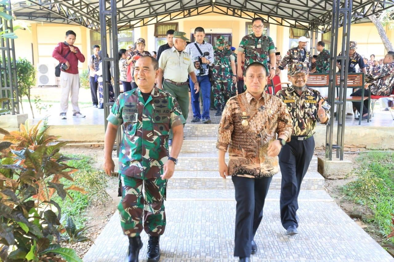 Pangdam bersama Wakil Bupati Luwu Timur