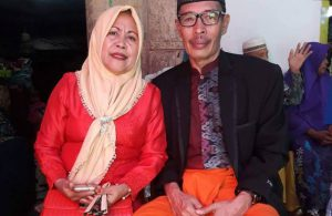 Direktur LPPTG Malindo, H. Sakaruddin, berfoto bersama istri, Hj Haemin. (ft/dok pribadi)