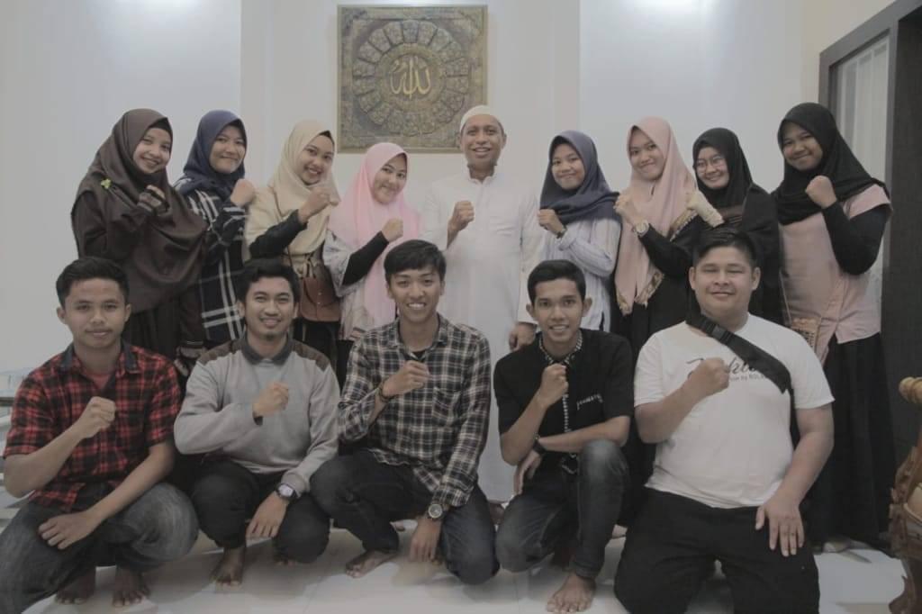 RMB bersama sejumlah kru film Niat karya mahasiswa Komunikasi IAIN Palopo