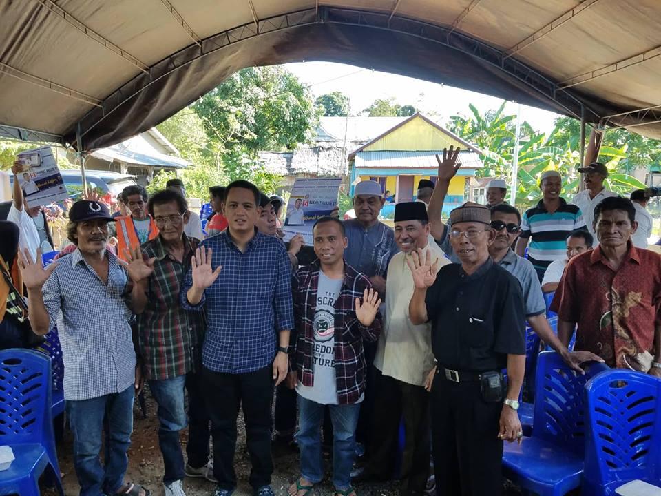 Rakhmat Kasjim bersama Nur Husain serta pendukung militannya