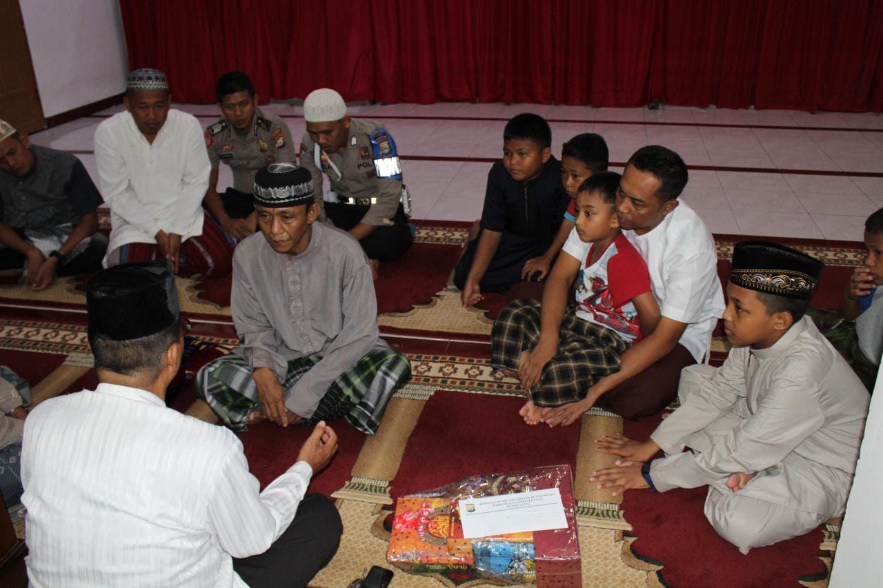 Proses pengislaman Passang di Masjid Al Ikhlas, Polres Luwu