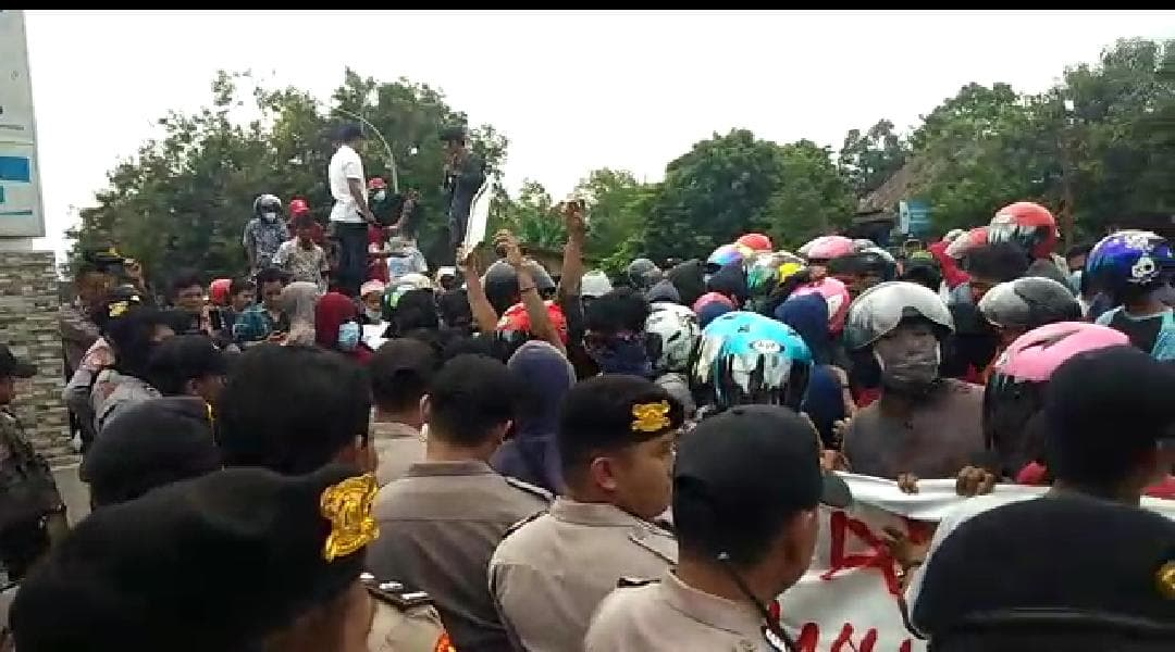 Unjukrasa warga Mappedeceng di Mapolres Luwu Utara