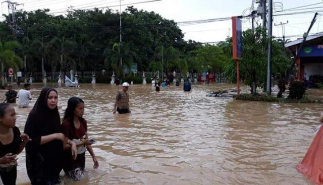 Banjir saat merendam wilayah Maros. (ft ist/gosulsel)