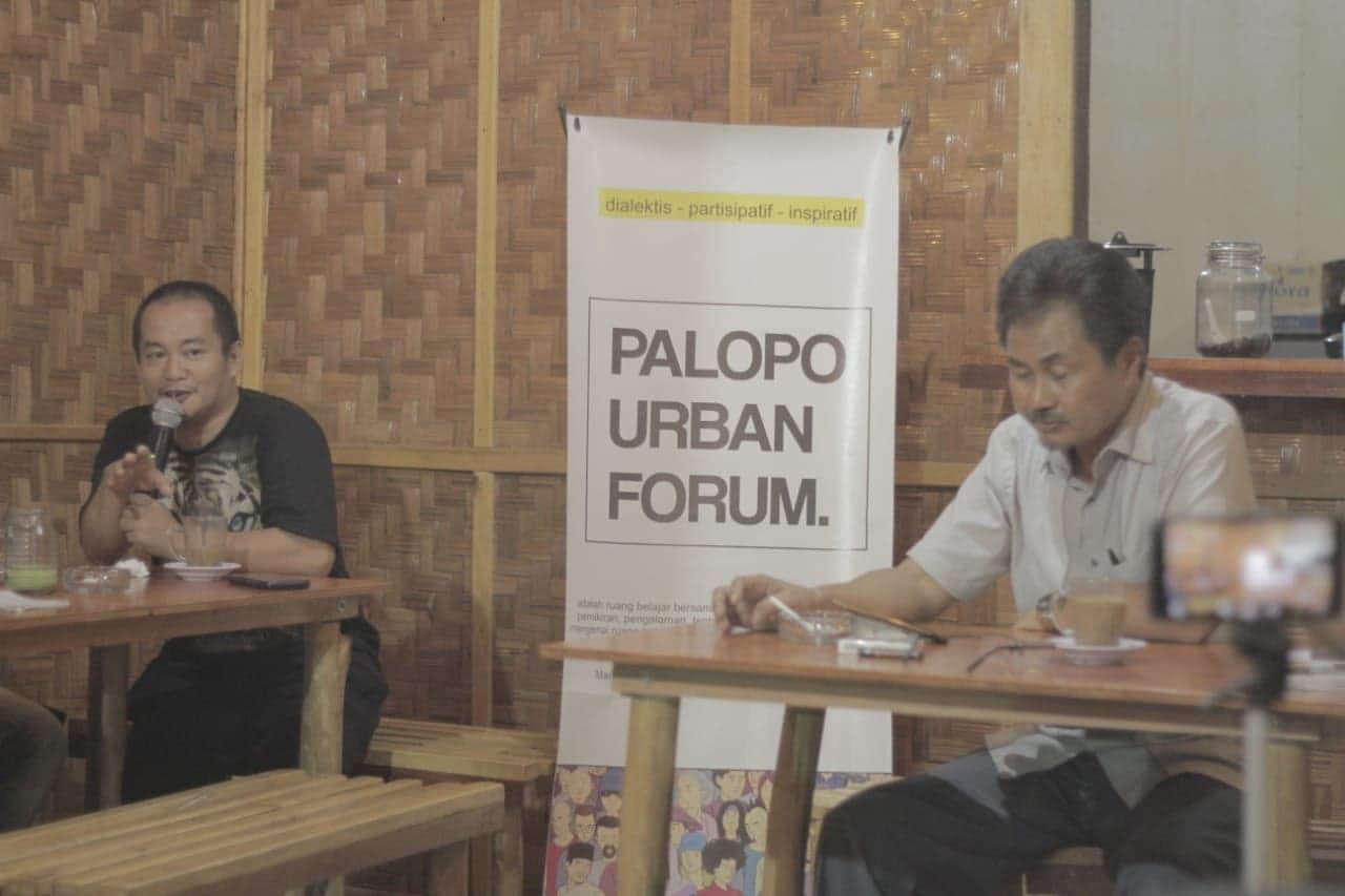 Akademisi Unanda, Abdul Rahman Nur dan Ketua KKRL, Bukhari Kahar Mudzakkar, menjadi pembicara dalam diskusi Palopo Urban Forum, Sabtu malam.