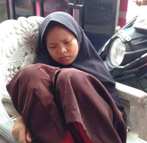 Seorang anak perempuan usia diperkirakan 12 tahun ditemukan di Jalan DR Ratulangi, depan Taman Makam Pahlawan (TMP) Salubulo, Sabtu (2/2/2019) siang tadi. Anak perempuan yang mengaku bernama Nurul ini enggan pulang ke rumahnya.