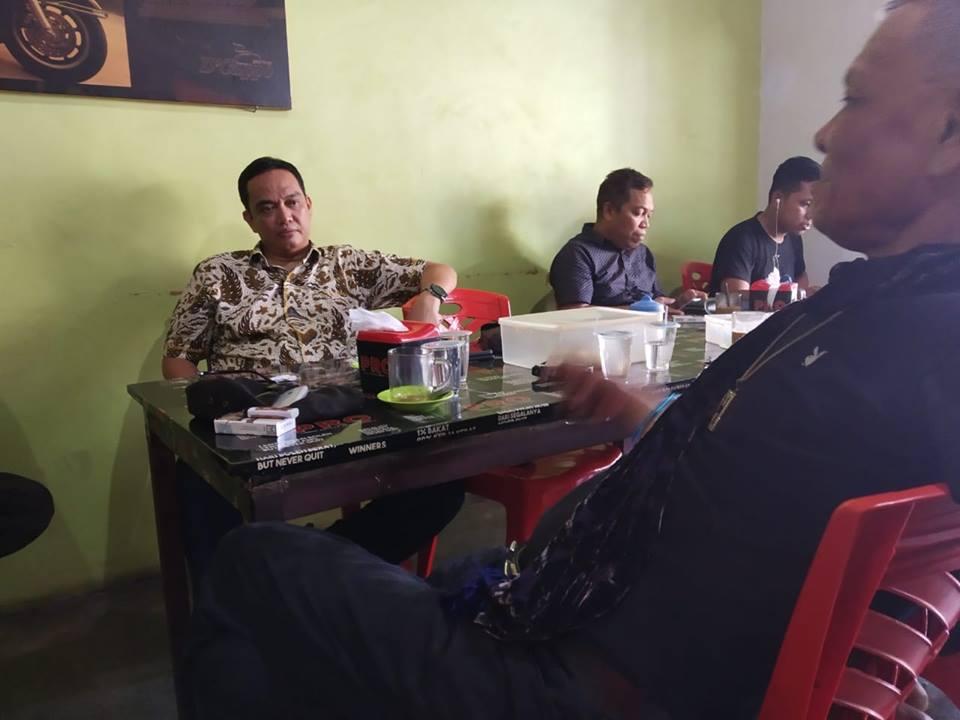Caleg DPR RI, Darwis Ismail di Warkop Cappo, Palopo