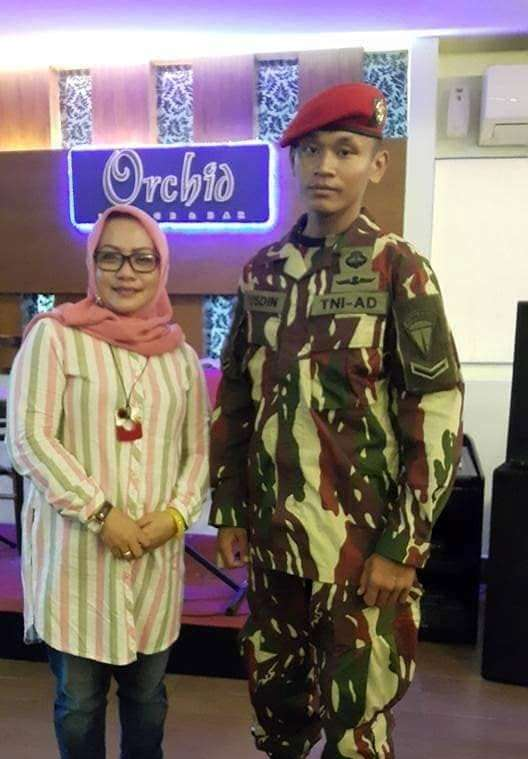 Serda Yusdin bersama istri Wakil Bupati Luwu, Elnita Pakolo, saat dilantik beberapa waktu lalu.