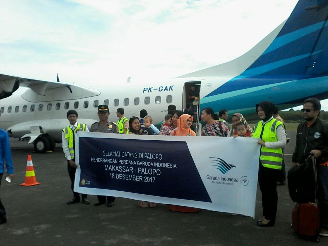 Penerbangan Perdana Garuda di Bandara Bua