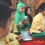 Menebar Manfaat, Tim Hijnafi Ajarkan Siswa TK Belajar Huruf Hijaiah dengan Aplikasi 3D Hologram