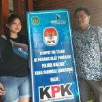 Warung Terapkan Pajak Online Dipasangi Banner KPK