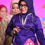 Anggunnya Istri Wakil Bupati Luwu di Parade Fashion Show Dekranasda Sulsel
