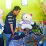 Besuk Adiba, One Care Luwu Raya Tawarkan Bantuan Pendidikan