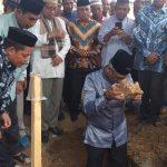 Pembangunan Masjid Baburahman Timampu Dimulai, Husler Letakkan Batu Pertama