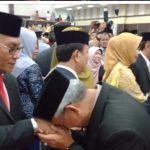 Andi Hatta Marakarma Dilantik Jadi Anggota DPRD Sulsel, Bupati Luwu Timur Cium Tangan