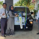 ADVETORIAL : Nasabah Bank Sulselbar Palopo Terima Mobil Hadiah Utama Program Double Untung