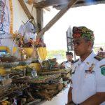 Husler Hadiri Upacara Ngaben Massal di Tomoni Timur