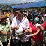 Gotong-Royong Bangun Gereja, Bupati Tana Toraja Berpenampilan Buruh Bangunan