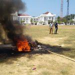 Motor Dibakar, Polisi dan Mahasiswa di Palopo Saling Lempar Batu