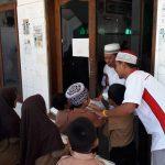 Komunitas SIJUM di Palopo, Bagi Nasi Bungkus Bagi Jemaah Salat Jumat Tiap Minggu