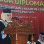 56 Mahasiswa Akper/Akbid Kamanre Palopo Diwisuda, Utiasari: Berikan Pelayanan Terbaik Bagi Masyarakat