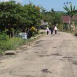 Jalan Cuma Ditambal Warga Kelurahan Bosso Tidak Puas, Ancam Blokir Jalan