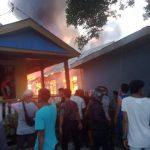 Breaking News: Rumah di Jalan Masuk SMPN 5 Palopo Dilalap Si Jago Merah