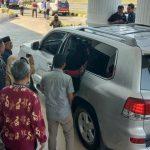 Usai Temui Pendemo, Gubernur Sulsel Tinggalkan Palopo Naik Lexus Seharga Rp3,5 Miliar