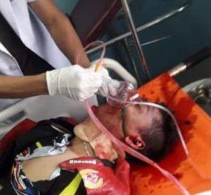 Korban saat mendapat pertolongan medis, namun nyawanya tidak tertolong