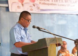 Direktur PDAM Tirta Bukae Lutra